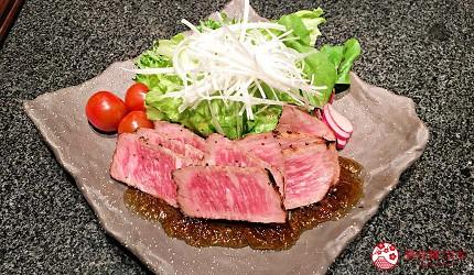 位於銀座地區,能一次吃遍日本三大和牛的和牛涮涮鍋「銀座しゃぶ輝」內提供的炙燒和牛沙拉