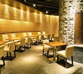 位於銀座地區,能一次吃遍日本三大和牛的和牛涮涮鍋店「銀座しゃぶ輝」的裝潢