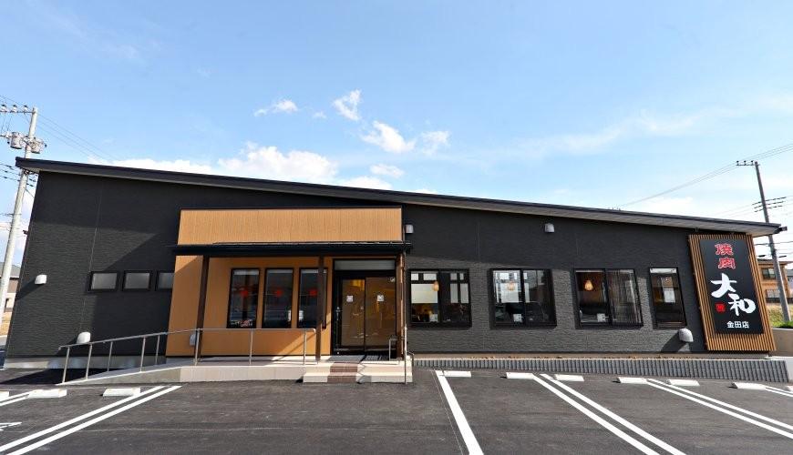 距離「MITSUI OUTLET PARK木更津」只需10分鐘步程,以親民價格提供和牛燒肉料理的「焼肉DINING大和 木更津金田店」的外觀