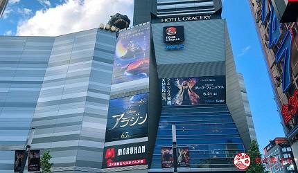 前往東京新宿歌舞伎町高級壽司店推薦「鮨佐和」的交通方式步驟一會看到東寶電影院