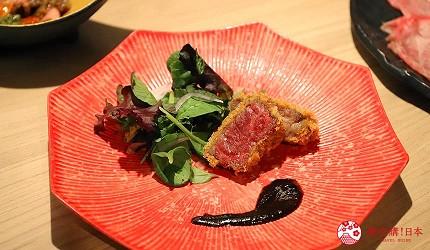 東京吃和牛涮涮鍋推薦新宿「しゃぶ匠 一二新宿」的最高級黑毛和牛A5但馬太田牛涮涮鍋套餐的酒菜炸牛排佐沙拉