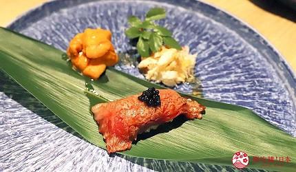 東京吃和牛涮涮鍋推薦新宿「しゃぶ匠 一二新宿」的最高級黑毛和牛A5但馬太田牛涮涮鍋套餐的前菜炙燒肉壽司佐魚子醬、生海膽、蟹肉