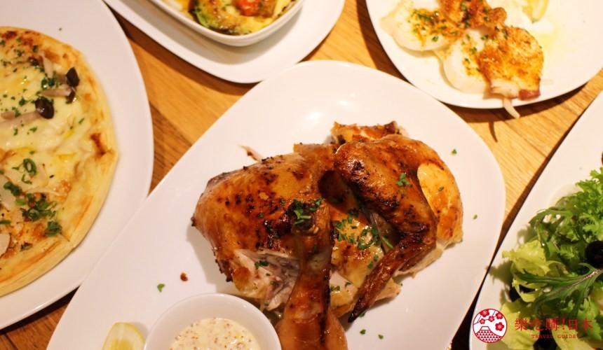 輕井澤11家必吃打卡美食的邪惡脆皮烤雞「Kastanie Rotisserie」的香草烤雞料理