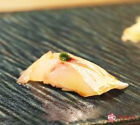 東京新宿歌舞伎町高級壽司店推薦「鮨佐和」的主餐竹莢魚鮮魚壽司
