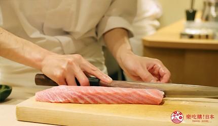 東京新宿歌舞伎町高級壽司店推薦「鮨佐和」的壽司職人切魚照片