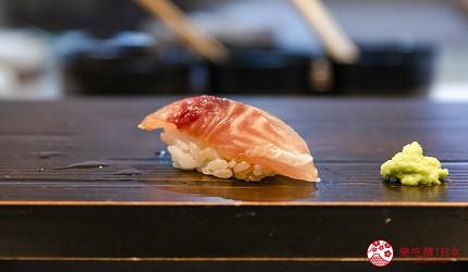 东京惠比寿高级寿司店推荐「鮨 おぎ乃」套餐「特上おまかせ握りコース」的石鲈握寿司