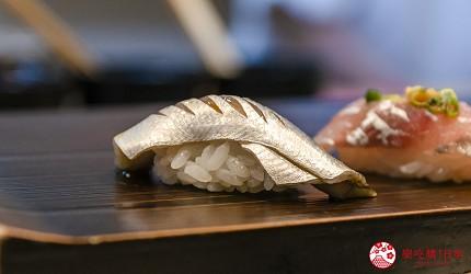 东京惠比寿高级寿司店推荐「鮨 おぎ乃」套餐「特上おまかせ握りコース」的小鳍鱼握寿司