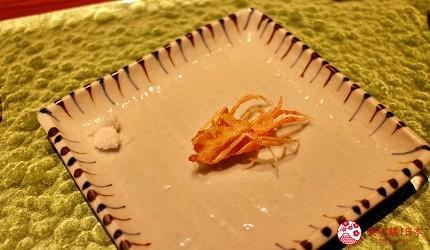 东京推荐天妇罗店「天ぷら きく元」的「无菜单乃木坂套餐」(店主おまかせ 乃木坂コース)的炸明虾头