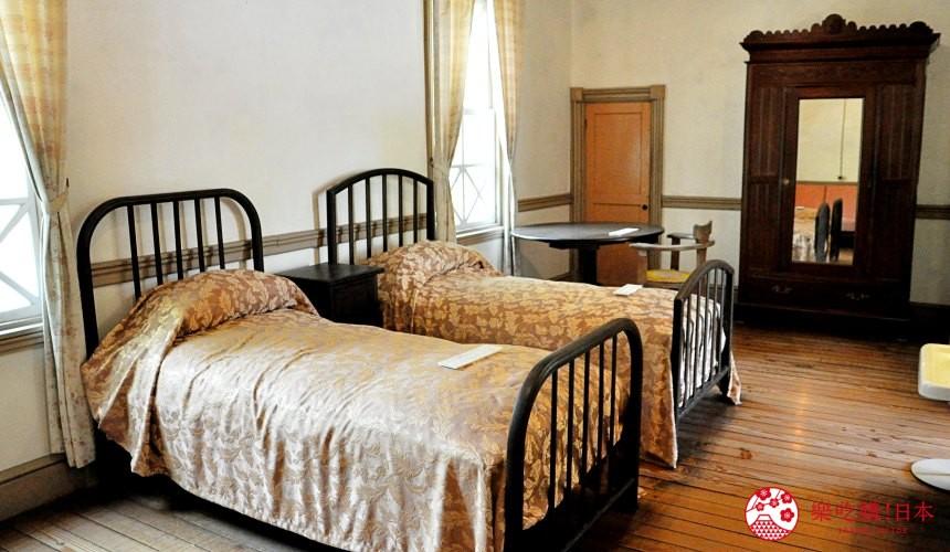 輕井澤一日遊好玩景點推薦的「舊三笠飯店」室內一景