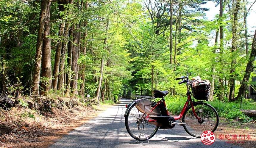 輕井澤一日遊好玩景點推薦的「堀辰雄之徑」與腳踏車的一景