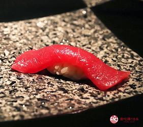 東京六本木必吃高級壽司「鮨 水月」的特上主廚精選套餐(特上おまかせコース)的赤身鮪魚握壽司