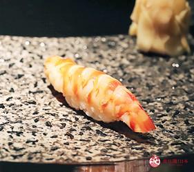 東京六本木必吃高級壽司「鮨 水月」的特上主廚精選套餐(特上おまかせコース)的明蝦握壽司
