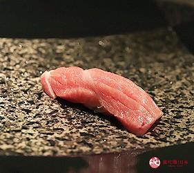 東京六本木必吃高級壽司「鮨 水月」的特上主廚精選套餐(特上おまかせコース)的鮪魚肚握壽司