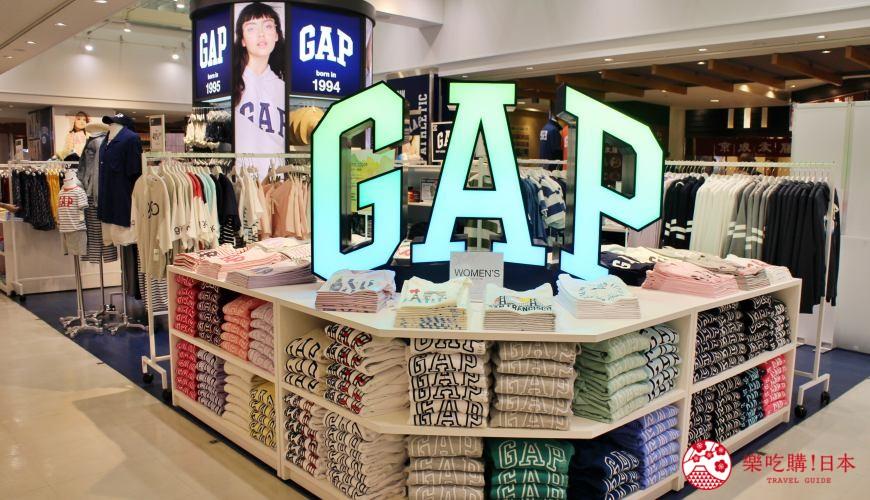 日本東京成田機場內的平價時尚服飾店GAP