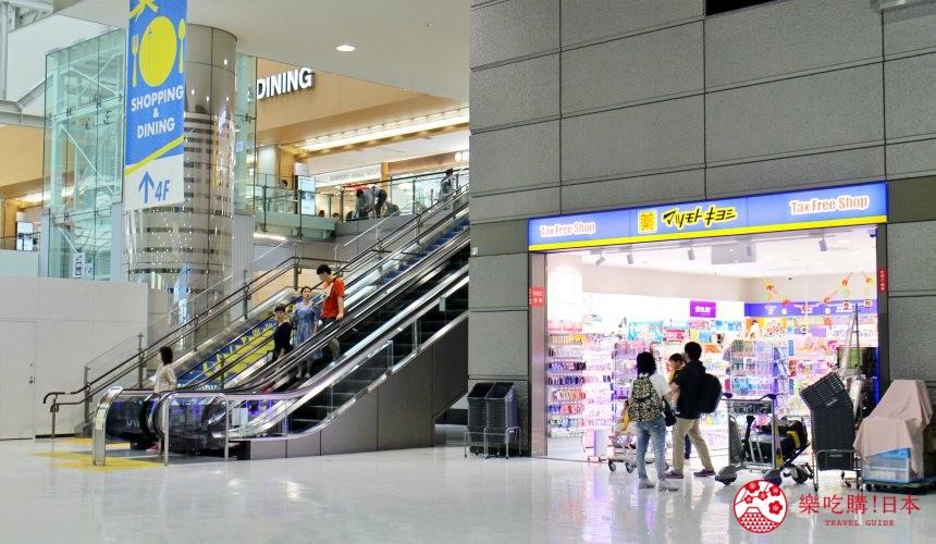 東京成田機場的離境大堂設有的松本清店