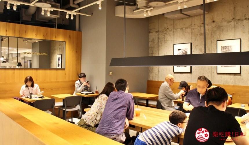 東京成田機場內的DEAN & DELUCA CAFE店內裝潢