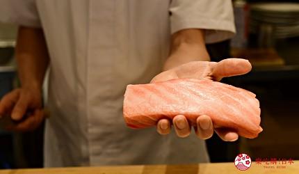 东京滨松町站高级寿司推荐「鮨 佐竹」的「极上おまかせ握りコース」套餐的鲔鱼大腹肉