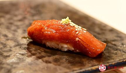 东京滨松町站高级寿司推荐「鮨 佐竹」的「极上おまかせ握りコース」套餐的渍鲔鱼寿司