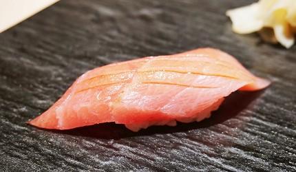 東京上野必吃高級壽司店「すし尽誠」的「おまかせコース」的鮪魚大腹