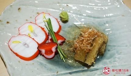 東京上野必吃高級壽司店「すし尽誠」的「おまかせコース」的前菜「醋漬章魚佐昆布鯡魚卵」