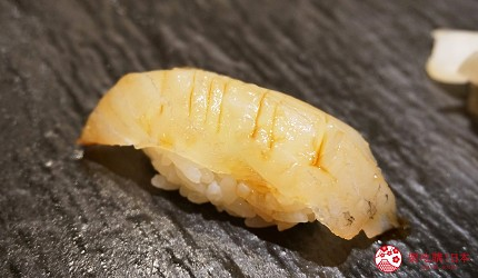 東京上野必吃高級壽司店「すし尽誠」的「おまかせコース」的鰈魚壽司