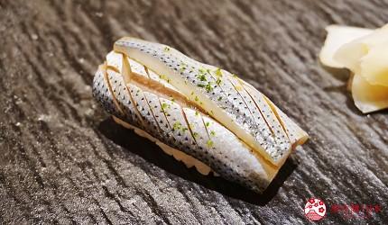 東京上野必吃高級壽司店「すし尽誠」的「おまかせコース」的小鰭壽司