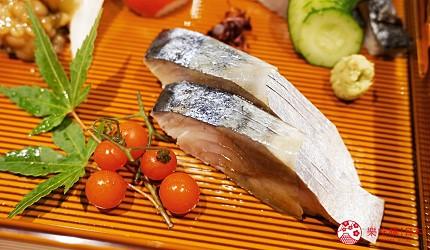 東京上野必吃高級壽司店「すし尽誠」的「おまかせコース」的生魚片拼盤的青花魚
