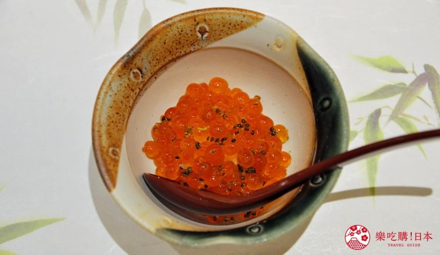東京高質感壽司店推薦「赤坂 鮨葵」的「おまかせ握りコース」的鮭魚卵小丼(いくらの小丼)