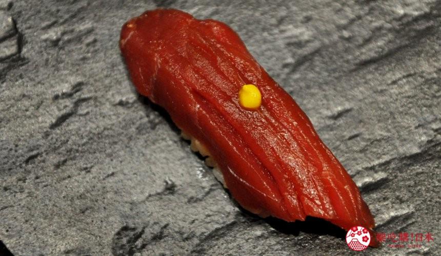 東京高質感壽司店推薦「赤坂 鮨葵」的「おまかせ握りコース」的鮪魚赤身漬(まぐろの赤身漬け)