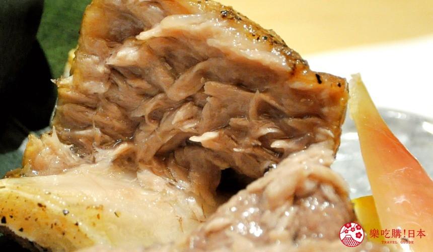 東京高質感壽司店推薦「赤坂 鮨葵」的「おまかせ握りコース」的鹽燒鮪魚下巴肉(まぐろのあご肉の塩焼き)