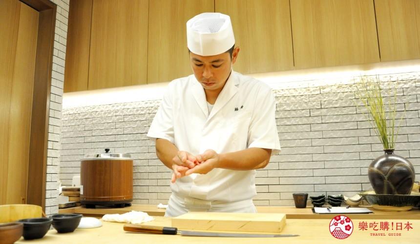 東京高質感壽司店推薦「赤坂 鮨葵」的壽司師傅握壽司中