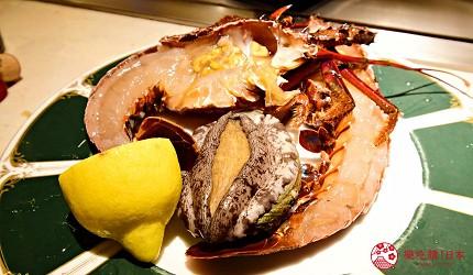 新宿必吃鐵板燒店「湛山」的「湛山特別套餐」(湛山スペシャルコース)的鐵板燒鮑魚排(活黒アワビのステーキ)
