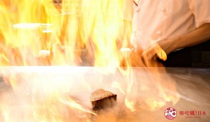 新宿必吃鐵板燒店「湛山」的店內吧檯座位點火秀