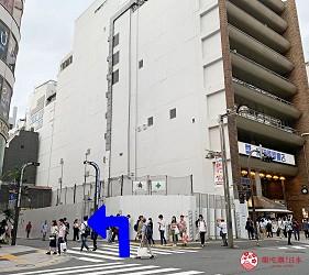 新宿必吃鐵板燒店「湛山」的交通方式步驟二