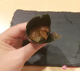 東京高級壽司店推薦「天鮨」的「特上無菜單握壽司+喝到飽套餐」(飲み放題付き、特上おまかせ握りコース)的葫蘆條壽司捲壽司第三步