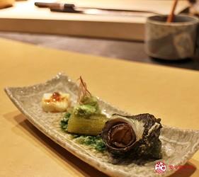 東京高級壽司店推薦「天鮨」的「特上無菜單握壽司+喝到飽套餐」(飲み放題付き、特上おまかせ握りコース)的炙燒熟食拼盤