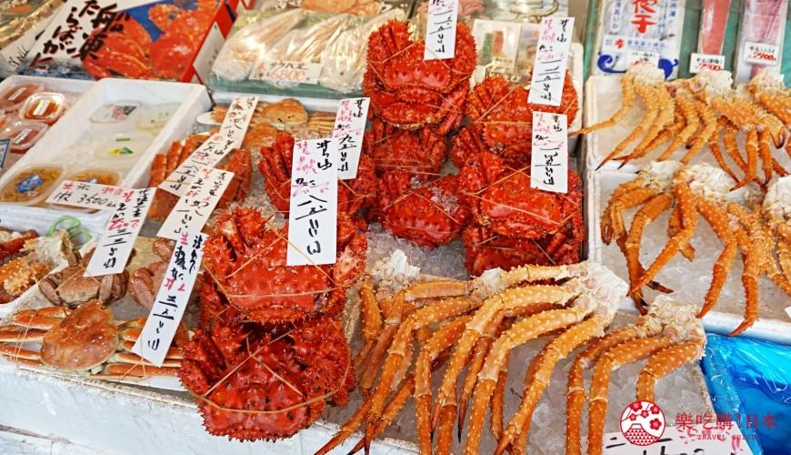 東京上野車站前超人氣居酒屋「蟹と海鮮 尊 上野店」附近的市場的螃蟹
