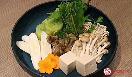 東京上野車站前超人氣居酒屋「蟹と海鮮 尊 上野店」的「VIP豪華螃蟹特餐」的豪華松葉蟹的水炊火鍋的蔬菜