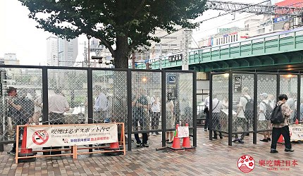 日本東京西武新宿站口出口的吸煙區