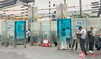 日本東京新宿JR站東口出口的吸煙區