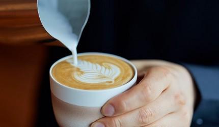 日本交通方便的翻新酒店DDD HOTEL內的cafe有供應來自丹麥跟澳洲的咖啡