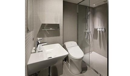日本東京站附近的DDD HOTEL內進行過翻新,客房內的廁所新簇潔淨
