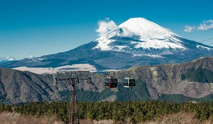 在箱根可以乘搭缆车以不同角度欣赏箱根的美景与富士山的壮丽