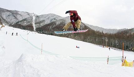 長野縣龍王滑雪公園滑雪