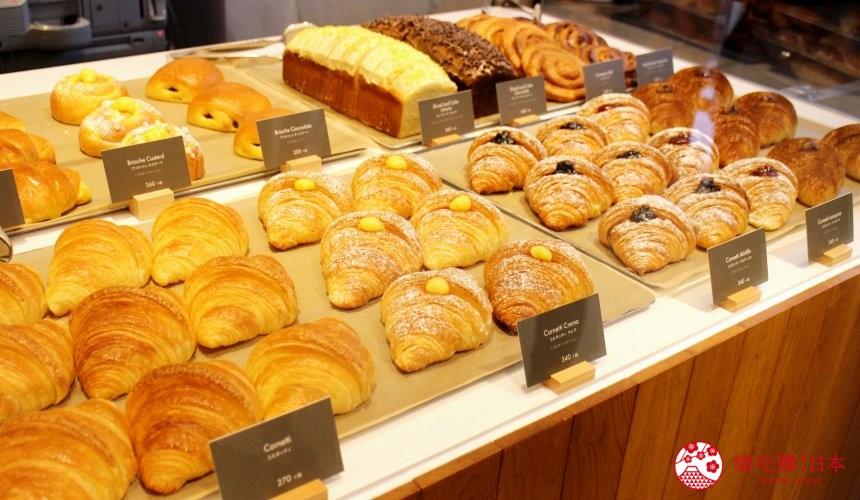 東京銀座星巴克臻選概念店麵包坊販售的牛角麵包、卡士達奶油麵包、三明治