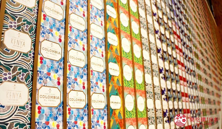東京銀座星巴克臻選概念店樓梯間牆面的咖啡豆名牌