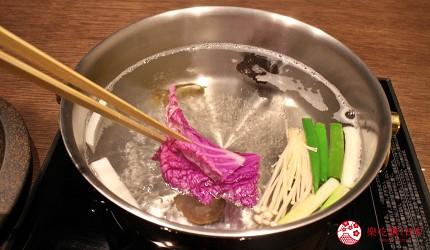 東京和牛米澤牛黃木銀座店的米澤牛特選涮涮鍋套餐的紫白菜