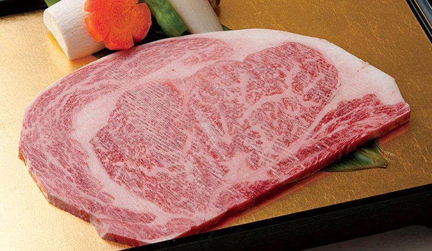 日本和牛吃到饱东京人气烧肉名店「六歌仙」的套餐「若紫之宴」的上等里嵴肉