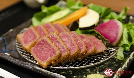 新宿必吃炸牛排专门店推荐「牛かつあおな」的A5 顶级沙朗和牛套餐(A5 特选黒毛和牛霜降りサーロイン)套餐近照