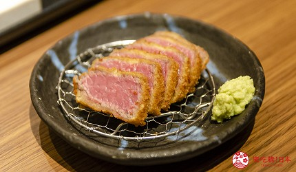 新宿必吃炸牛排专门店推荐「牛かつあおな」的炸牛排铁板定食套餐(牛カツ&鉄板コンボ定食)套餐的四种调味料